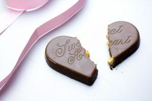 バレンタイン 割れたチョコ